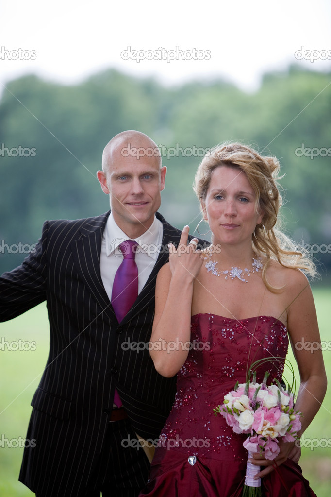 Pretty attractive wedding couple standing outside — Stock Photo #2949119