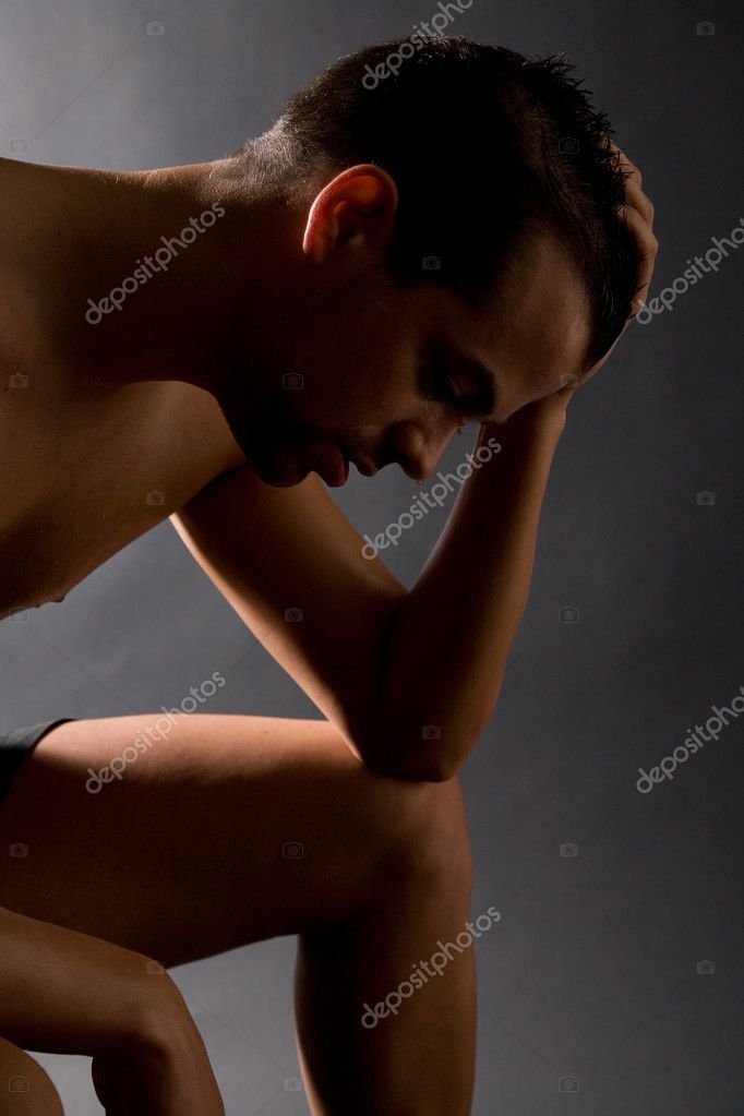 Handsome man resting after a heavy workout, sweat dripping — Stock Photo #2949297