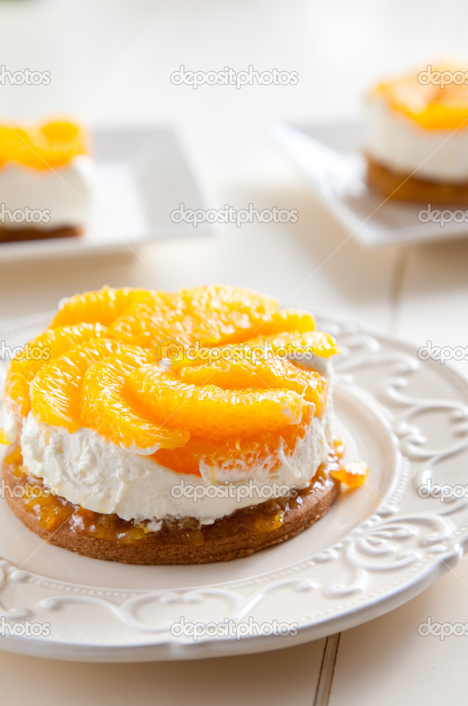 Sweet citrus dessert with oranges and cream — Stock Photo #2955087