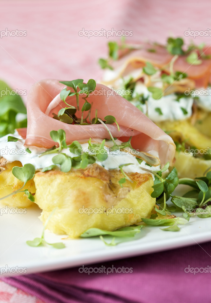 Beautiful baked potato with creamcheese and prosciutto — Stock Photo #2960067