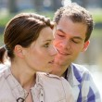 若いカップル屋外 — ストック写真