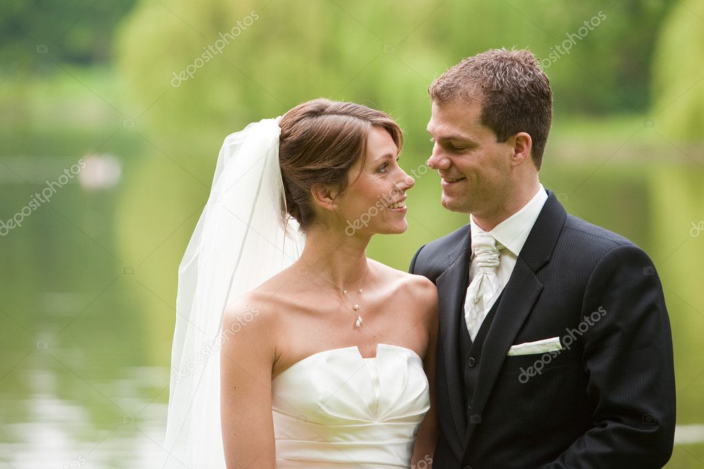 Attractive young couple ready on their wedding day — Stock fotografie #3488254