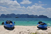 Twin kayak and blue sea — Stock Photo