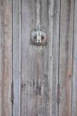 Campainha na parede de madeira — Foto Stock