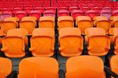Orange et rouge siège dans stade 2 — Photo