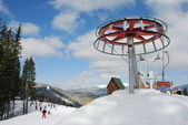 The rotary device of the mountain-skiing lift. — Stock Photo