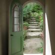 Arched Doorway to Quiet Garden — Stock Photo
