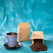Cup of coffee with bags — ストック写真