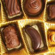 Foto Stock: Chocolate truffles in a box