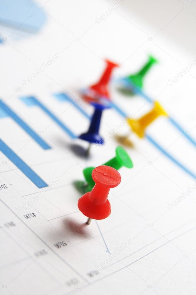 Pin and business chart showing financial growth — Stock Photo #3084499
