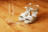 Sexy high heel and champagne glass — Stock Photo