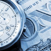 Money and watch — Stockfoto