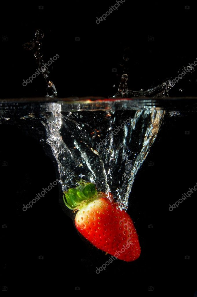 Strawberrys splashing in fresh water showing healthy lifestyle  Stock Photo #4035097