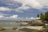 Seychelles tropical rocky beach — Stock Photo