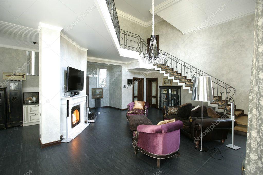 Interieur van een woonkamer met open haard — Stockfoto ...