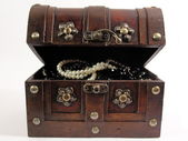 Open pirate chest — Stock Photo