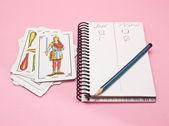 Lápis e caderno de jogo de cartão — Fotografia Stock