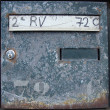 Foto Stock: Rusty blue mailbox with key lock