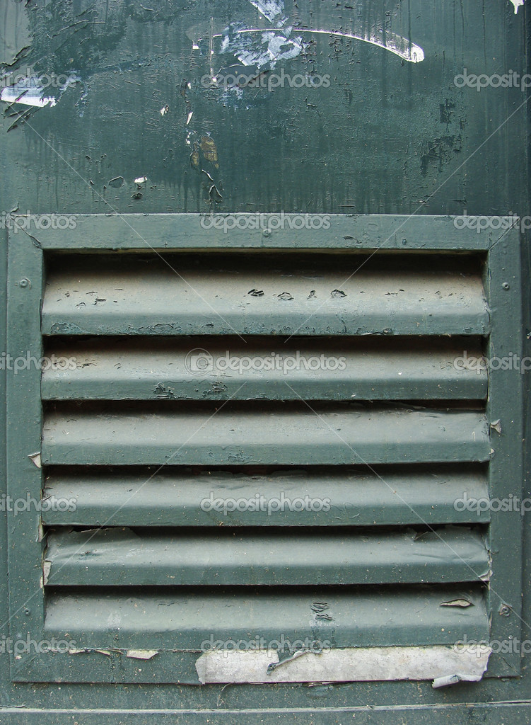 Porte verte grunge m tal avec gaine de grille de for Porte avec grille de ventilation