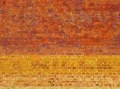 明亮的彩色的砖壁用黄色橘黄色和紫色 — 图库照片