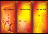 Etiquetas de otoño con hojas de arce y árboles — Vector de stock