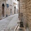 callejón en el casco antiguo de molfetta. Apulia — Foto de Stock