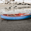 Fishing boat on shore of sandy beach. — Foto de Stock