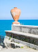 Earthenware amphora on the sea. — Stock Photo