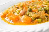овощной суп на белый блюдо. — Стоковое фото