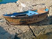 Abandoned rowboat. — Zdjęcie stockowe