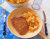 Kotelet met geraspte wortelen. — Stockfoto