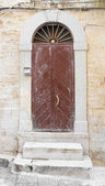 Wooden crumbling frontdoor. — Stock Photo