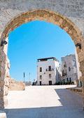 Square in Monopoli Oldtown. Apulia. — Stock Photo