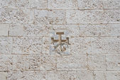 Cross carved in a wall. — Stock Photo