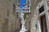 Alleyway in Molfetta Oldtown. Apulia. — Stock Photo