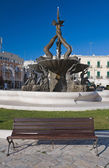 Giovinazzo place avec fontaine. pouilles. — Photo