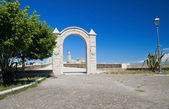 Arch frame with Cathedral. Trani. Apulia. — Foto de Stock