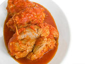 Matambre de carne en salsa de tomate en el plato blanco. — Foto de Stock