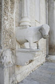 Detail of Portal of Basilica St. Nicholas. Bari. Apulia. — Stock Photo