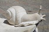 Salyangoz mermer heykel. — Stok fotoğraf