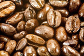 Grains de café torréfiés foncés — Photo
