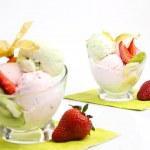 gelato con frutti — Foto Stock