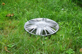 View of lost hubcap on the grass — Stock Photo