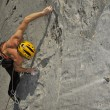 Climber climbs on rock — Stock Photo