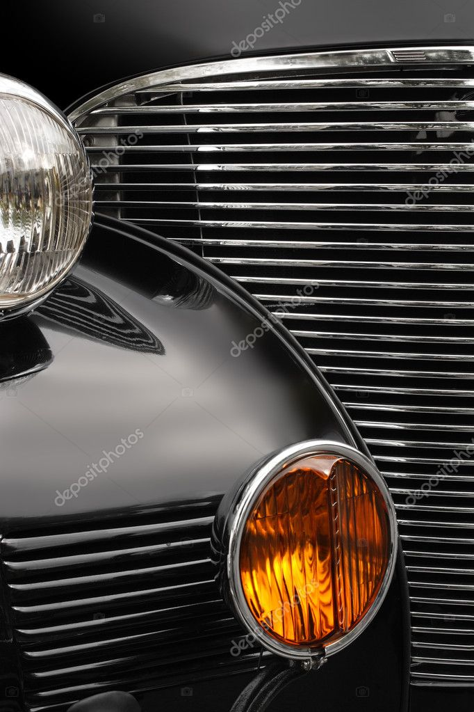 The chrome grill and headlights of an antique classic car. — Stock Photo #3092674