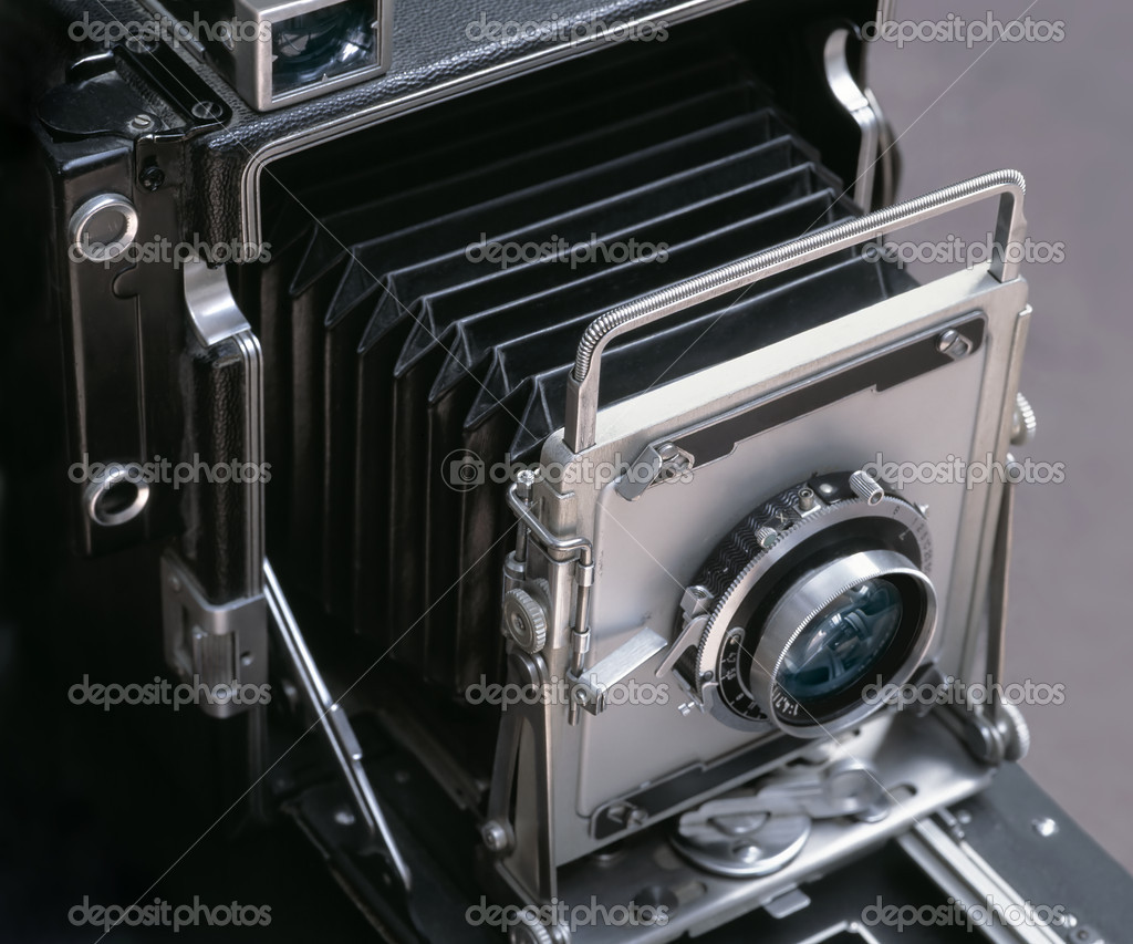 Image of an antique 4x6-inch camera.  Stock Photo #3247766