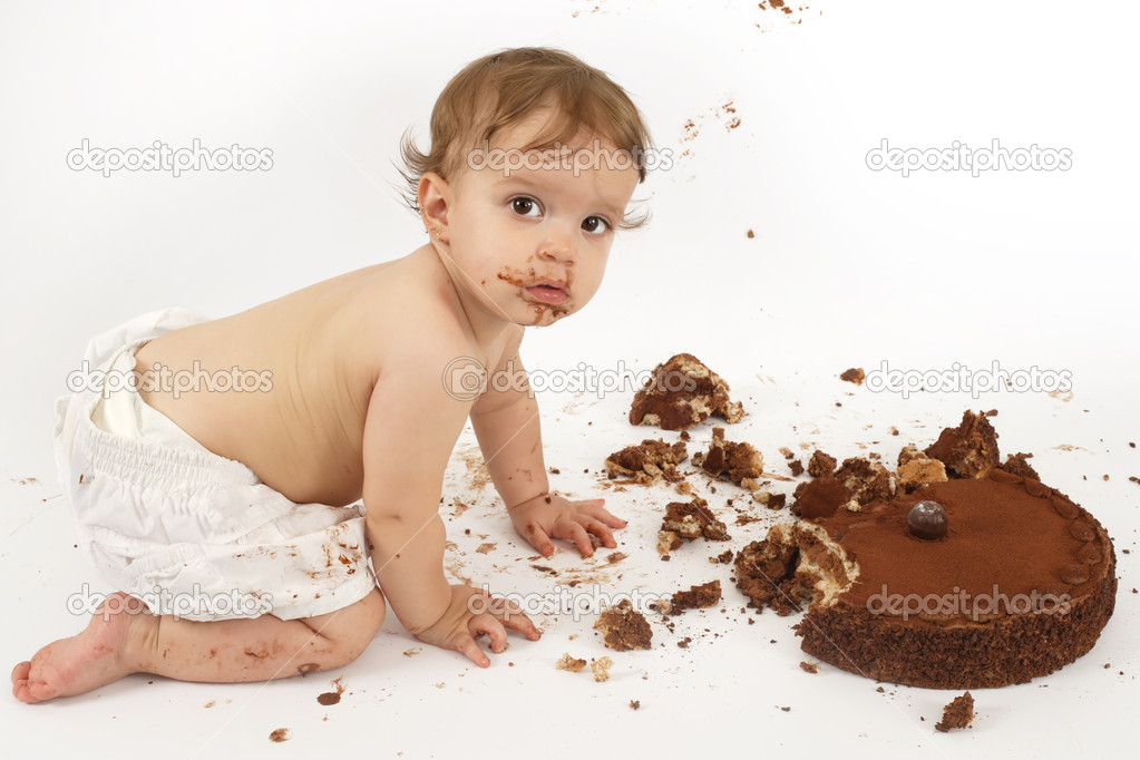 Images Of Baby Eating Cake : cikolatali pasta yiyen bebek   Stok Foto ? sumners #3452165