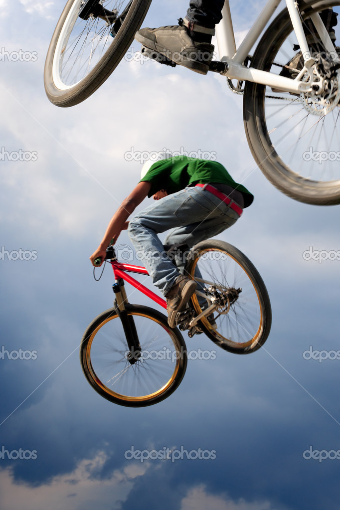 Two BMX bikers high up in the air.  Some motion blur on both bikers. — Stock Photo #3659765