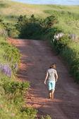 Girl Walking to the Beach — Stock Photo