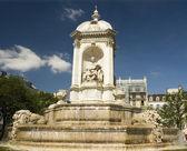 圣比教堂的喷泉 — 图库照片